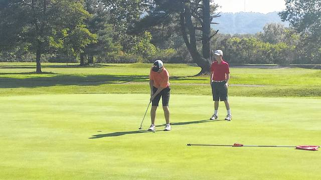 Wheelersburg's Jaydren Guthrie chips in a putt on Tuesday morning at the Elks Country Club in McDermott.